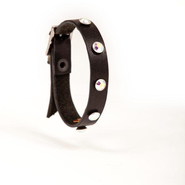 bracciale in pelle nero con borchie bianche