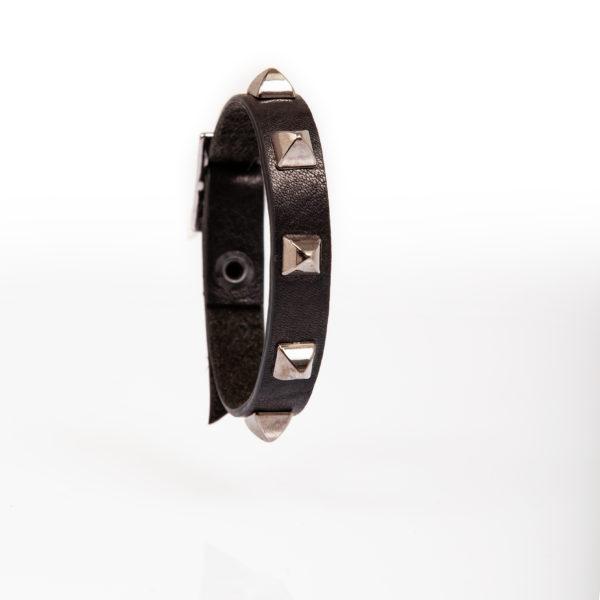 Bracelet en cuir noir avec clous coniques