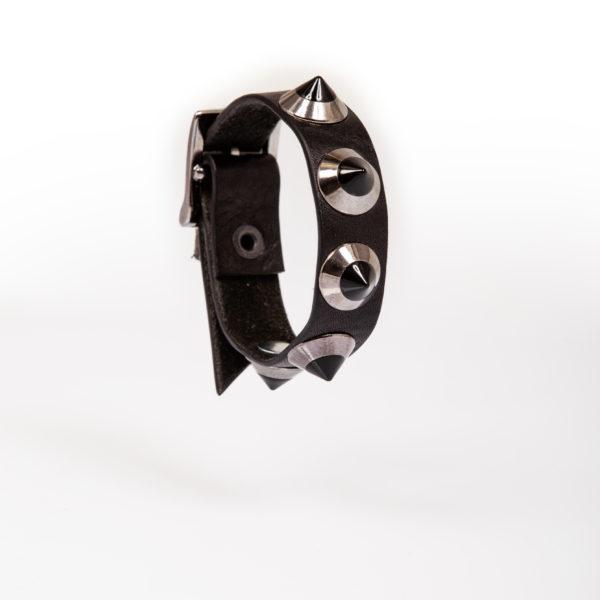 bracelet en cuir noir avec clous bronze