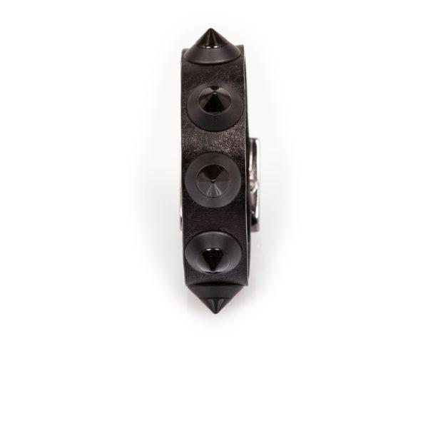 pulsera de cuero negro con tachuelas negras